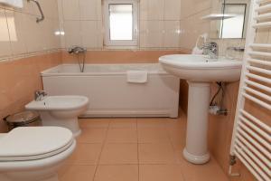 A bathroom at Hotel Mirni Kutak