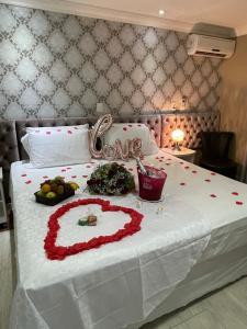 A kitchen or kitchenette at Hotel Rouxinol