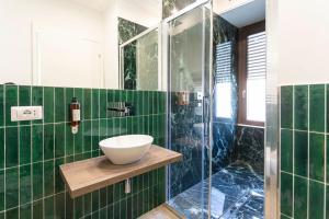 A bathroom at Flat 285 La Suite