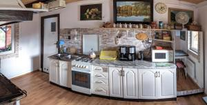 Kuchnia lub aneks kuchenny w obiekcie Agroturystyka Husinka pl