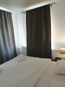 Кровать или кровати в номере Апарт-отель Наумов