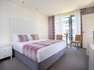 Un ou plusieurs lits dans un hébergement de l'établissement The Connacht Hotel