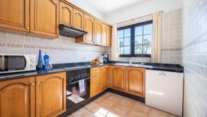 Een keuken of kitchenette bij Villas Salinas de Matagorda
