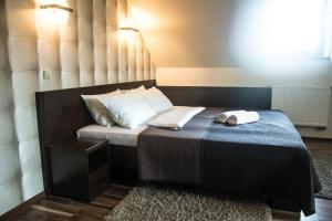 Łóżko lub łóżka w pokoju w obiekcie Hotel Mieszko
