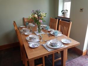 """A restaurant or other place to eat at Brynheulog""""Sunshine Hill"""" Country Cottage, Craig Cefn Parc, SA6 5RH"""