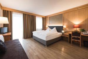 Cama o camas de una habitación en Hotel Alpenhof