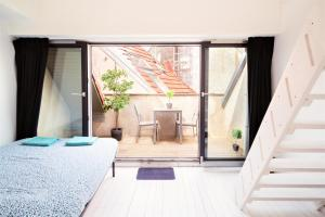 A bed or beds in a room at Beautiful Cozy Apartments in the Heart of Antwerp
