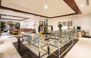 Um restaurante ou outro lugar para comer em Mena Hotel Riyadh
