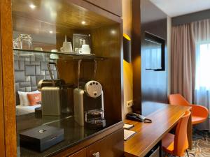 A kitchen or kitchenette at XO Hotels Park West