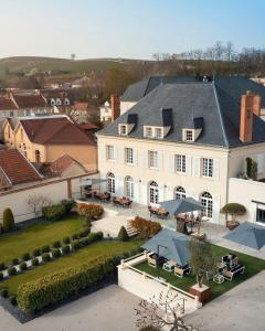 Vue panoramique sur l'établissement Les Chambres du Champagne Collery