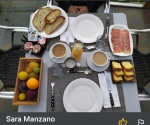 Breakfast options available to guests at Casa a Pichona