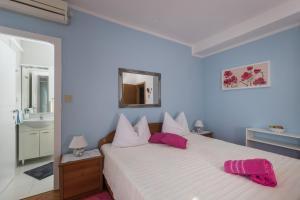 Letto o letti in una camera di Rooms Tupina By Paulina