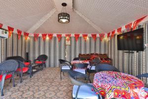 Uma área de estar em OYO 232 Fawasel Tabuk 2 Hotel Apartment
