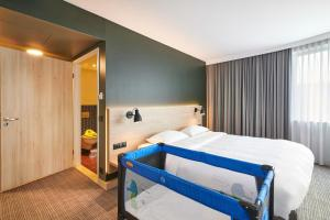 A bed or beds in a room at Park Inn by Radisson Krakow