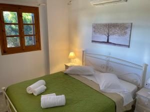 A bed or beds in a room at Kouremenos Beach Apartments