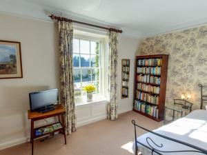 A television and/or entertainment center at Manor Farm B&B
