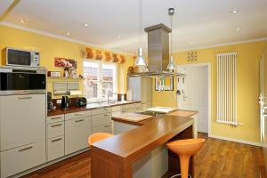 A kitchen or kitchenette at Ferienhaus Elfert