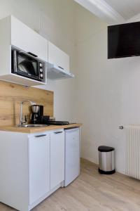 A kitchen or kitchenette at Hôtel du Golfe