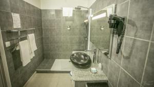 A bathroom at Hotel Village Soleil