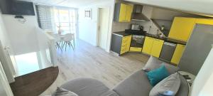 A kitchen or kitchenette at Apartments Mariani
