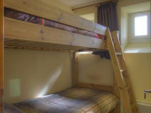 Un ou plusieurs lits superposés dans un hébergement de l'établissement Gîte Mijoux, 3 pièces, 6 personnes - FR-1-493-151