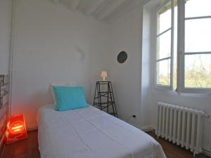 A bed or beds in a room at Gîte Laleu, 6 pièces, 10 personnes - FR-1-497-46