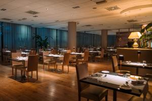 A restaurant or other place to eat at Aemilia Hotel Bologna