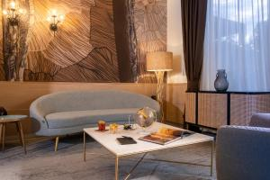 A seating area at Aemilia Hotel Bologna