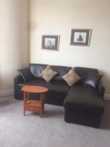 A seating area at Commodore Guesthouse & Self-Catering Suites and Cottage