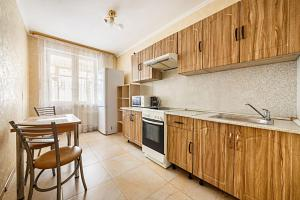 Кухня или мини-кухня в Apartment Hanaka Kluchevaya 20