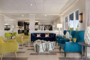 The lounge or bar area at Ramada by Wyndham Augusta Fort Gordon