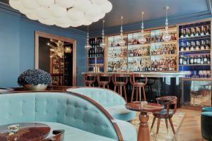The lounge or bar area at Great Northern Hotel, A Tribute Portfolio Hotel, London