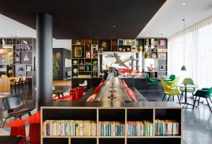 The lounge or bar area at citizenM Paris Charles de Gaulle Airport