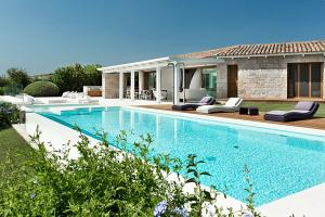 Piscina di Marina de lu imposta Villa Sleeps 12 Pool Air Con o nelle vicinanze