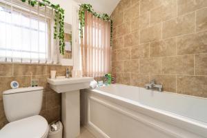 A bathroom at Favour Spacious Inn By JESOUTH