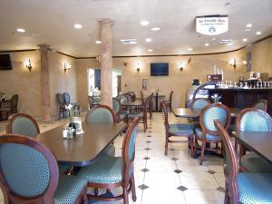A restaurant or other place to eat at Holiday Inn Rancho Cordova - Northeast Sacramento, an IHG Hotel