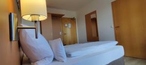 Кровать или кровати в номере Brigel-Hof