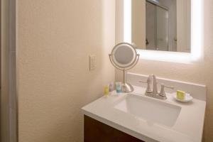 A bathroom at Bluegreen Vacations Casa Del Mar