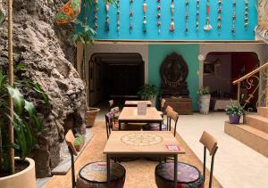 A restaurant or other place to eat at Indian Palace