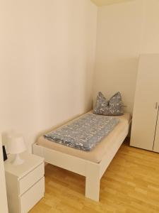 A bed or beds in a room at Monteurwohnung Miere