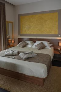 A bed or beds in a room at Rooms Villa Oasiss