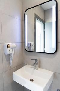 A bathroom at Seaside Suites