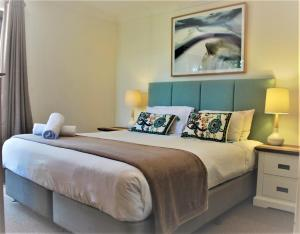 A bed or beds in a room at Outrigger Bay