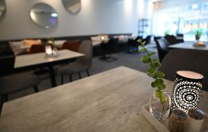 A restaurant or other place to eat at Comfort Hotel Umeå City