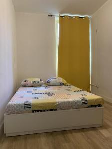 A bed or beds in a room at L'Éphémère La Canebière