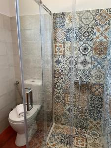 A bathroom at Kouremenos Beach Apartments