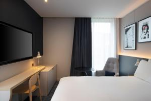 A bed or beds in a room at Leonardo Hotel Bristol Glassfields