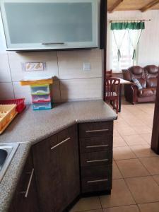 Kuchnia lub aneks kuchenny w obiekcie Domek Rokitki