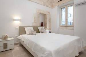 A bed or beds in a room at Le Piccole Case Bianche