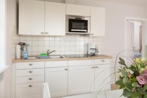 A kitchen or kitchenette at Haus Amanda